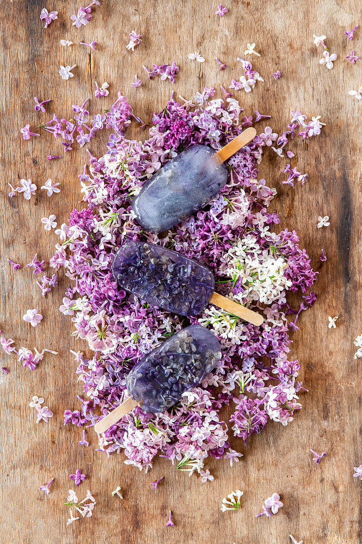 Lilac syrop ice lollies