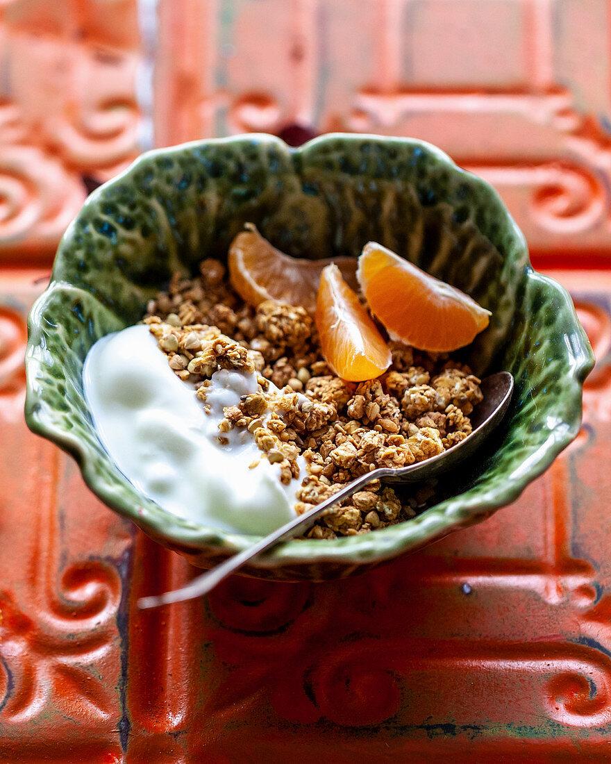 Yoghurt granola with clementine