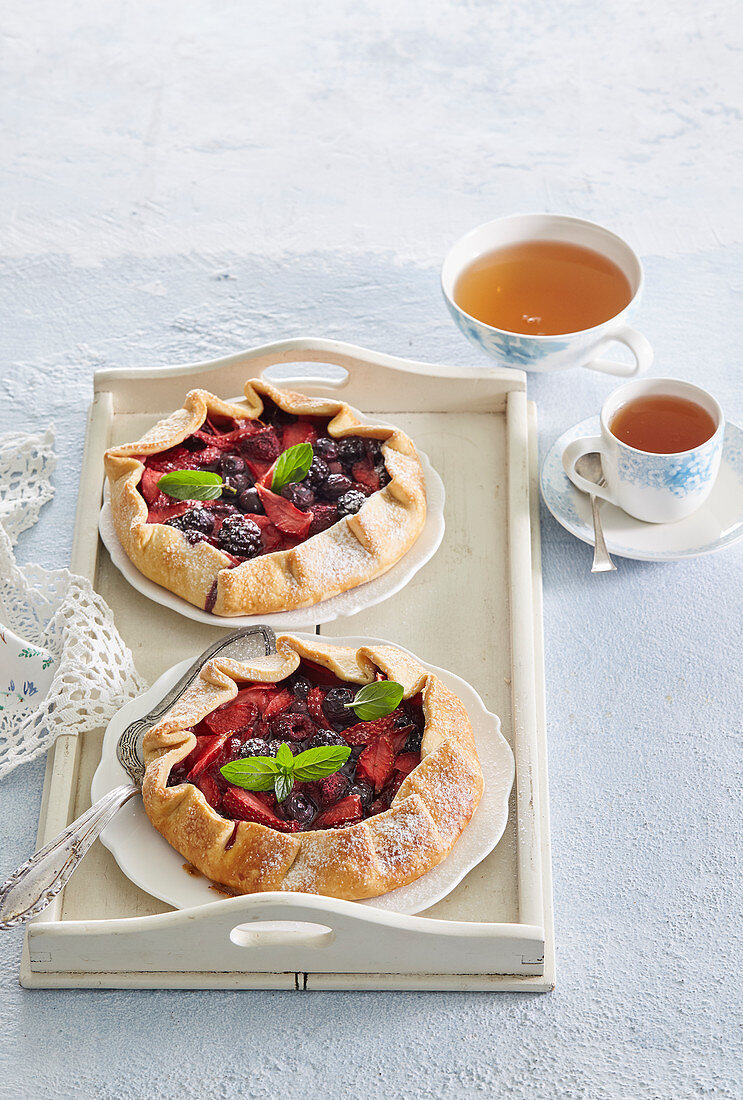 Galettes with summer fruits