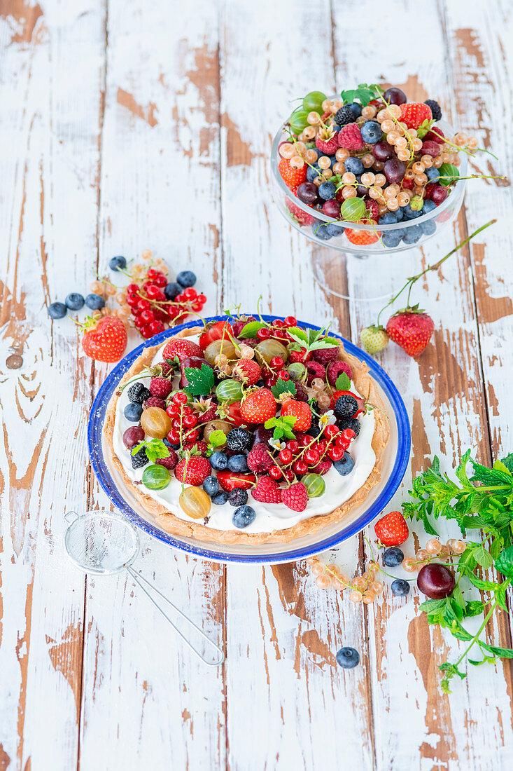 Berry pie with mascarpone cream