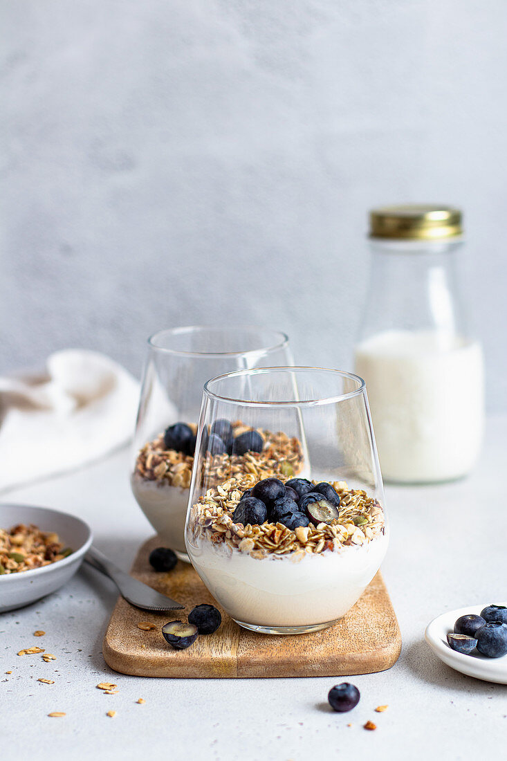 Yoghurt with granola and blueberries