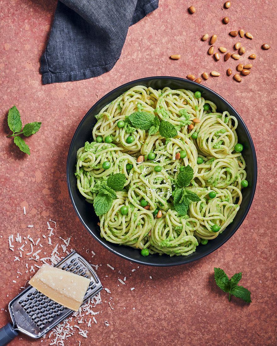 Spaghetti with mint and pea pesto