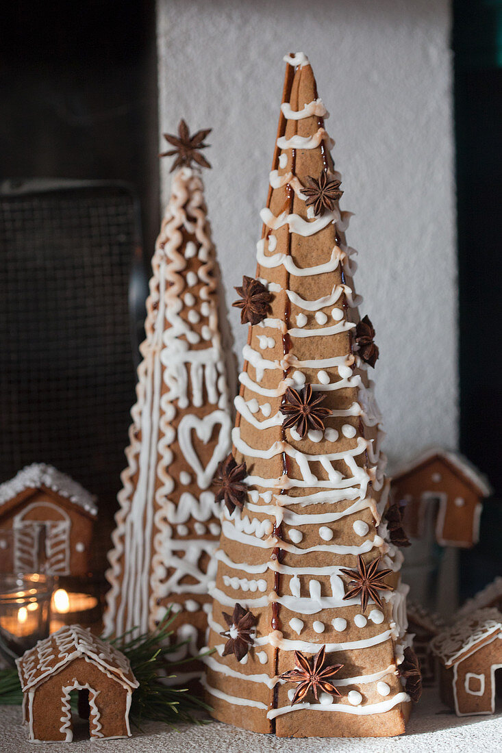 Decorated gingerbread trees and gingerbread houses