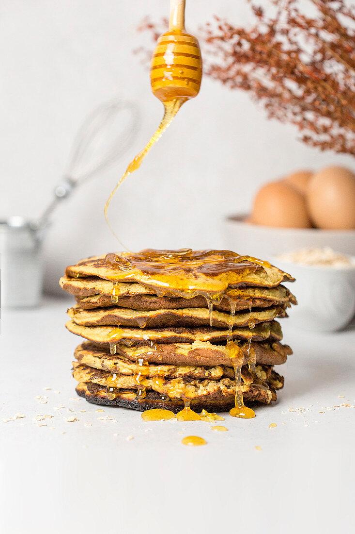 Banana pancakes with honey