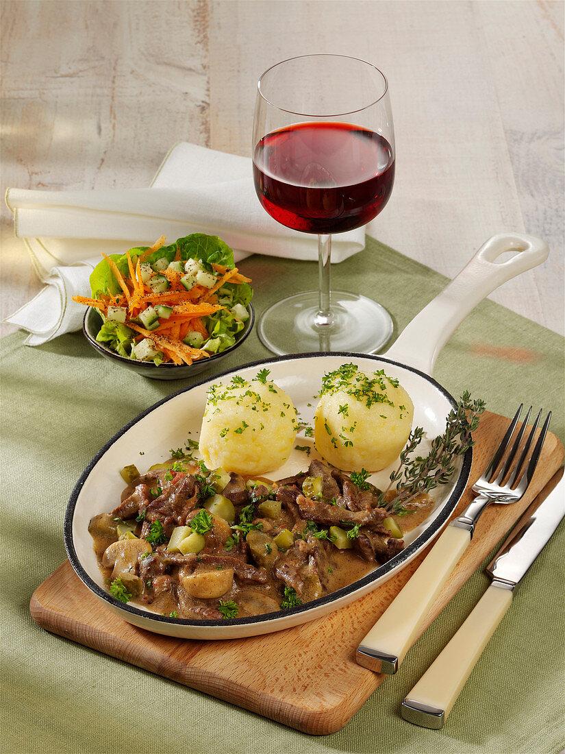 Westphalian roulade slices with potato dumplings