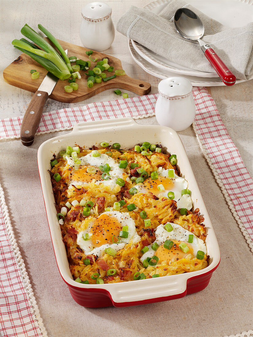 Rösti casserole with smoked bacon and egg