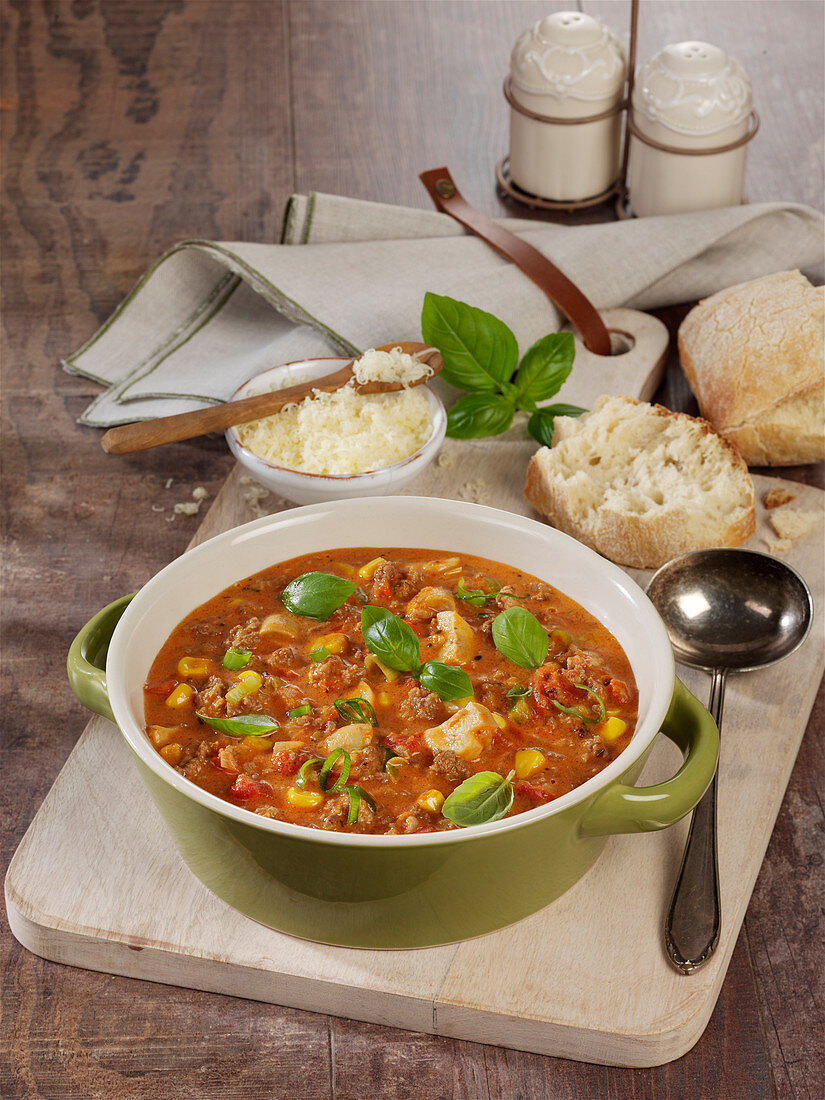Quick mountaineer-style pizza soup with minced pork