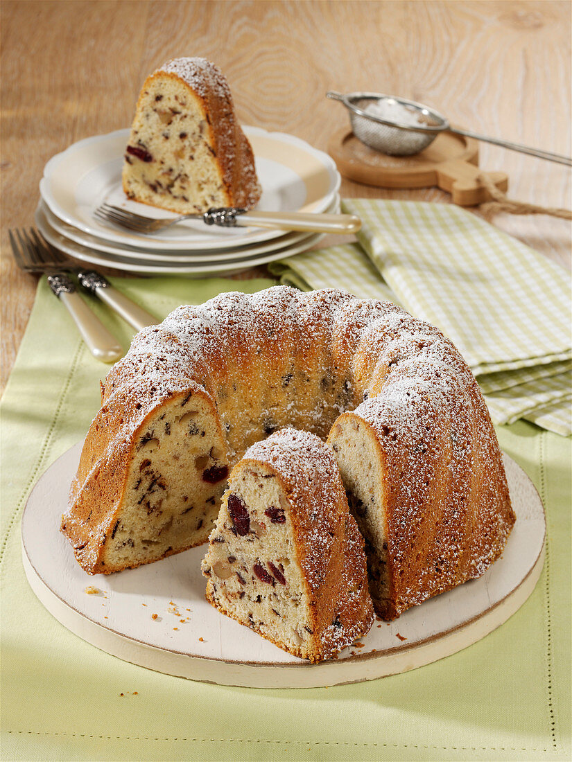 Kaiser gugelhupf with nuts, chocolate and cranberries