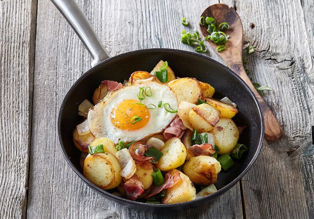 Tirol Gröstl (potato pan) with bacon and fried egg