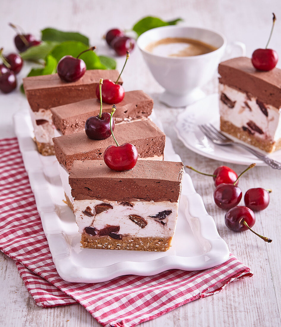 Non-baked cherry cuts with chocolate