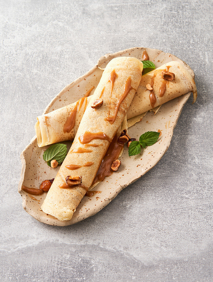 Flambéed pancakes with hazelnut filling (vegan)