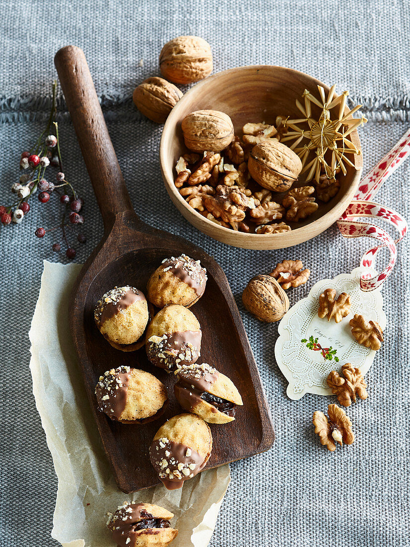Nuts (Christmas cookies) with chocolate cream filling