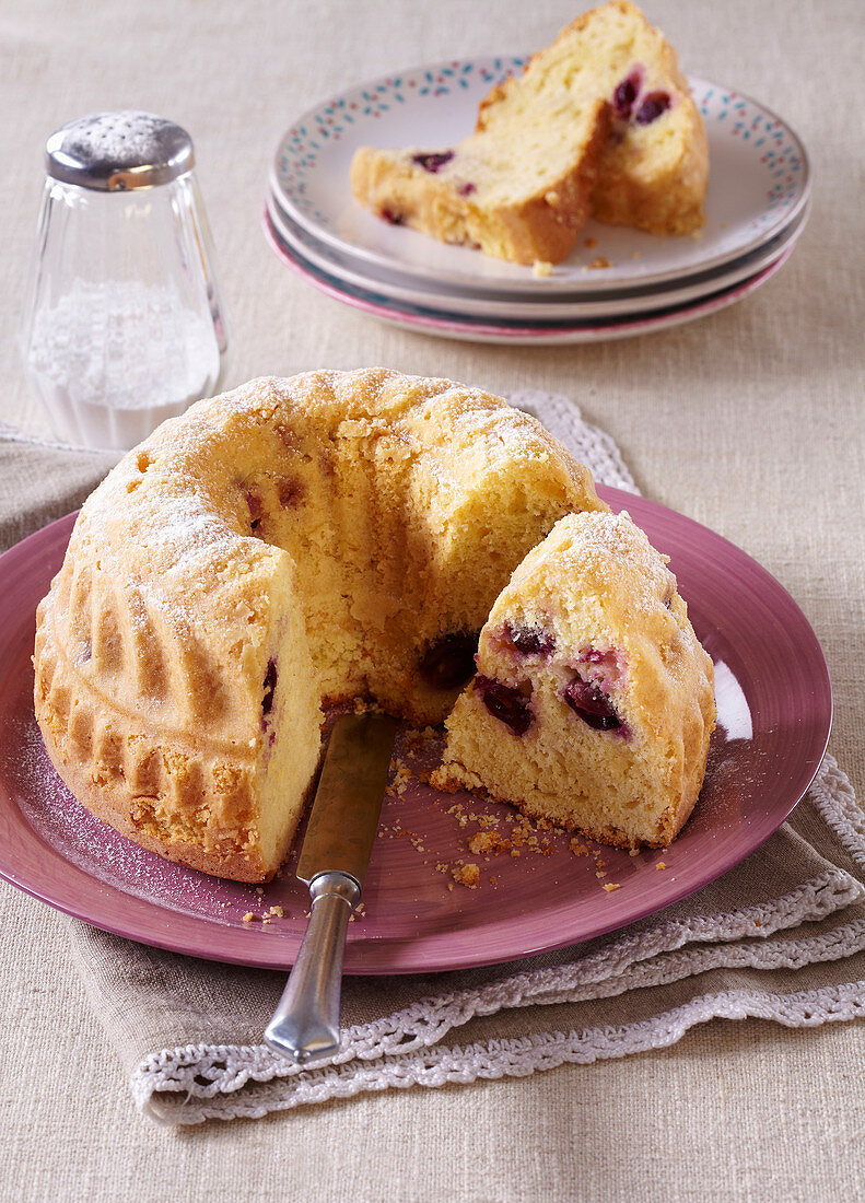 Almond fancy bread with grapes and almond liquor