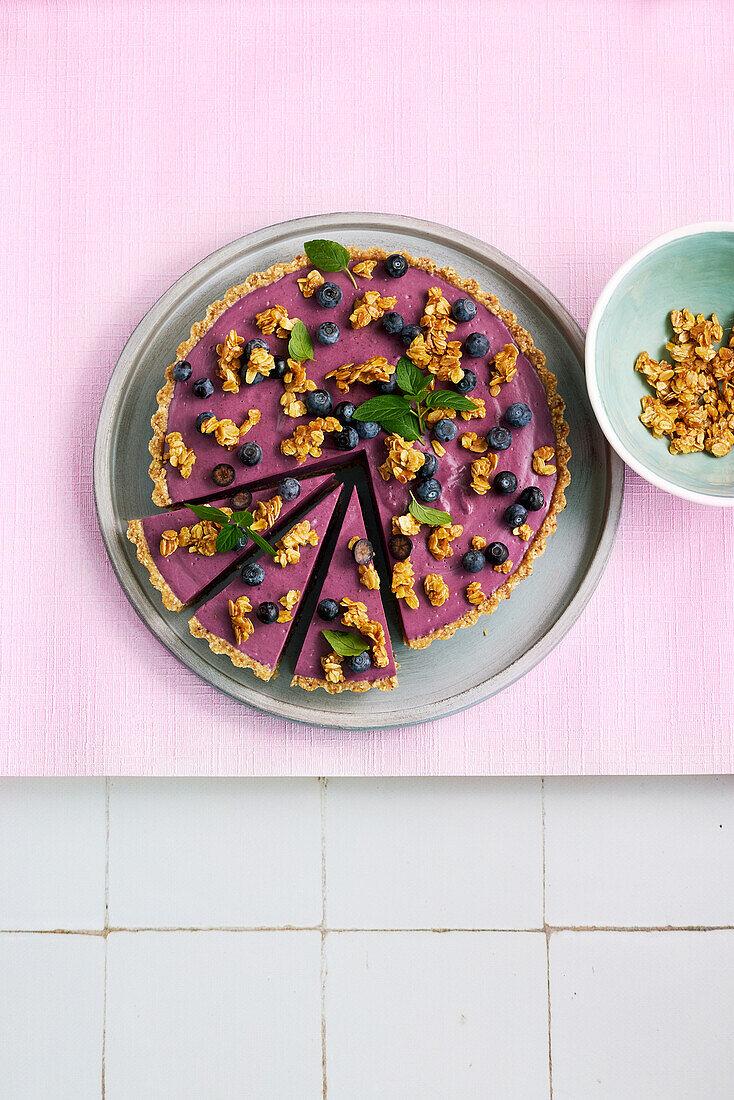Vegan blueberry tart with crunch