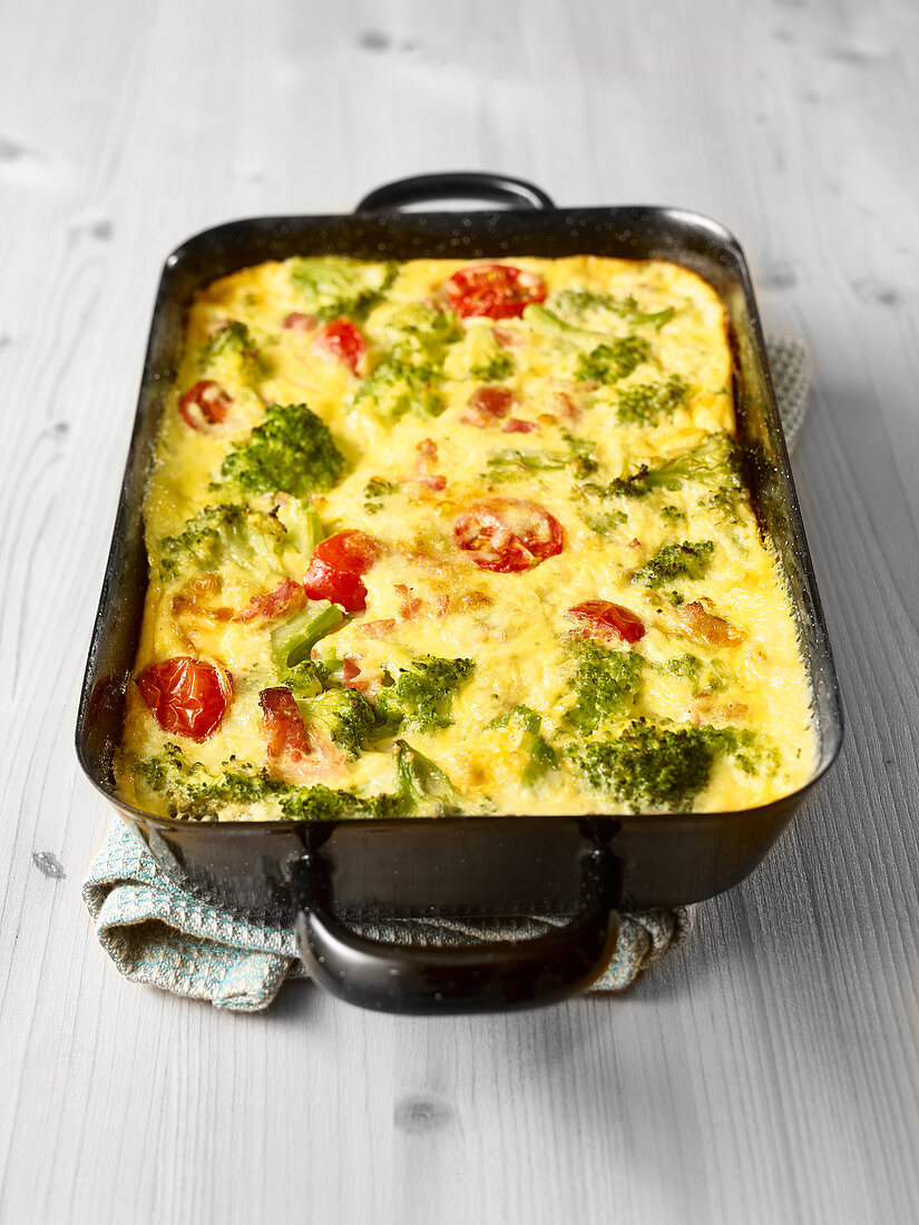 Frittata with broccoli and cherry tomatoes