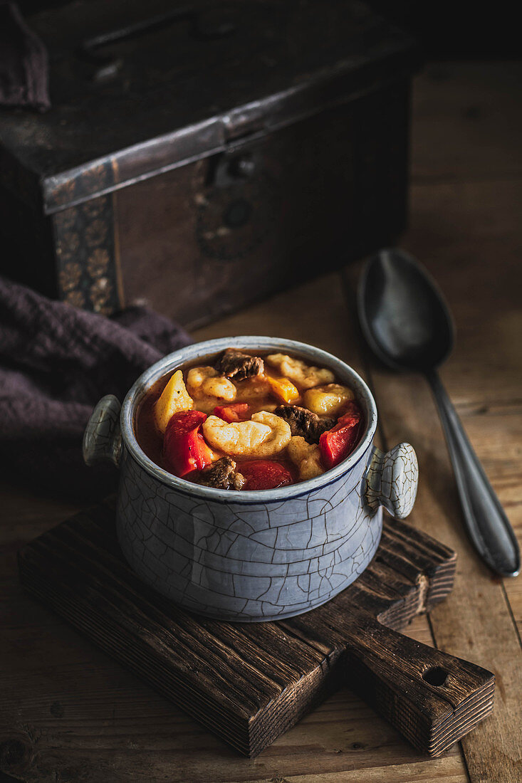 Beef paprika and dumplings soup