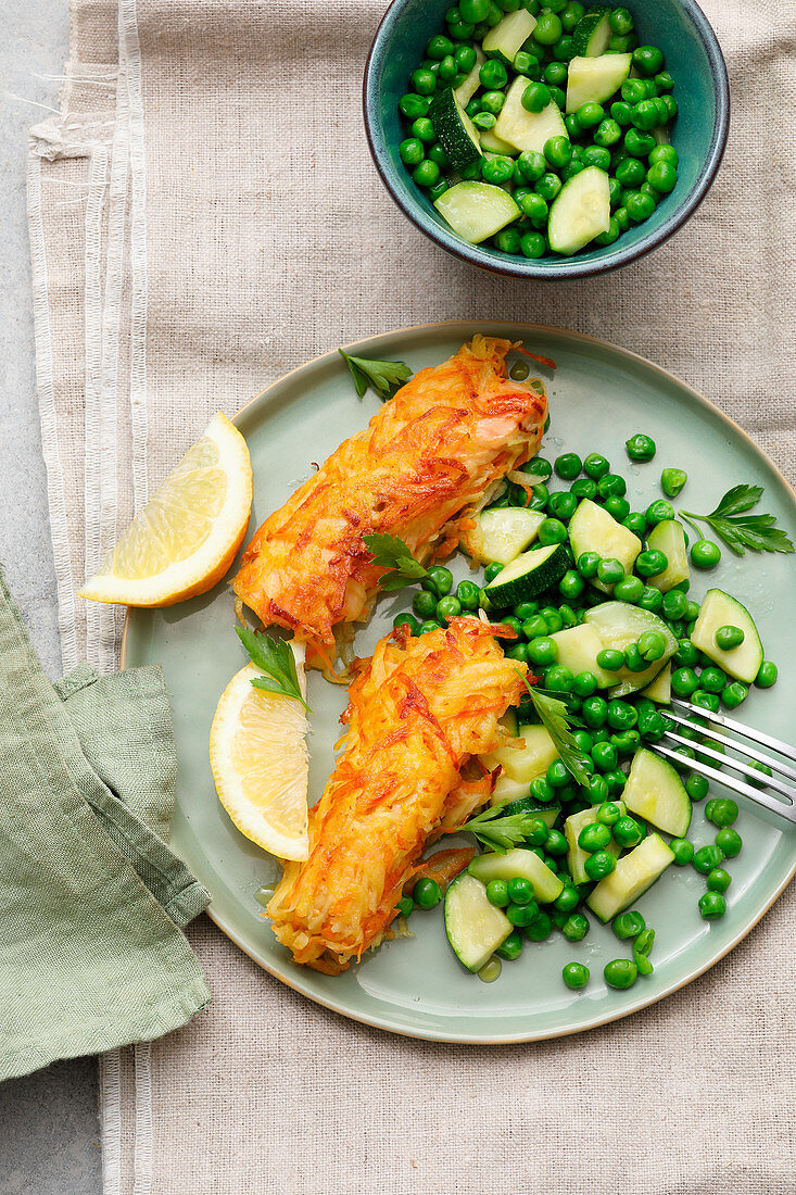 Fish fingers with zucchini and peas