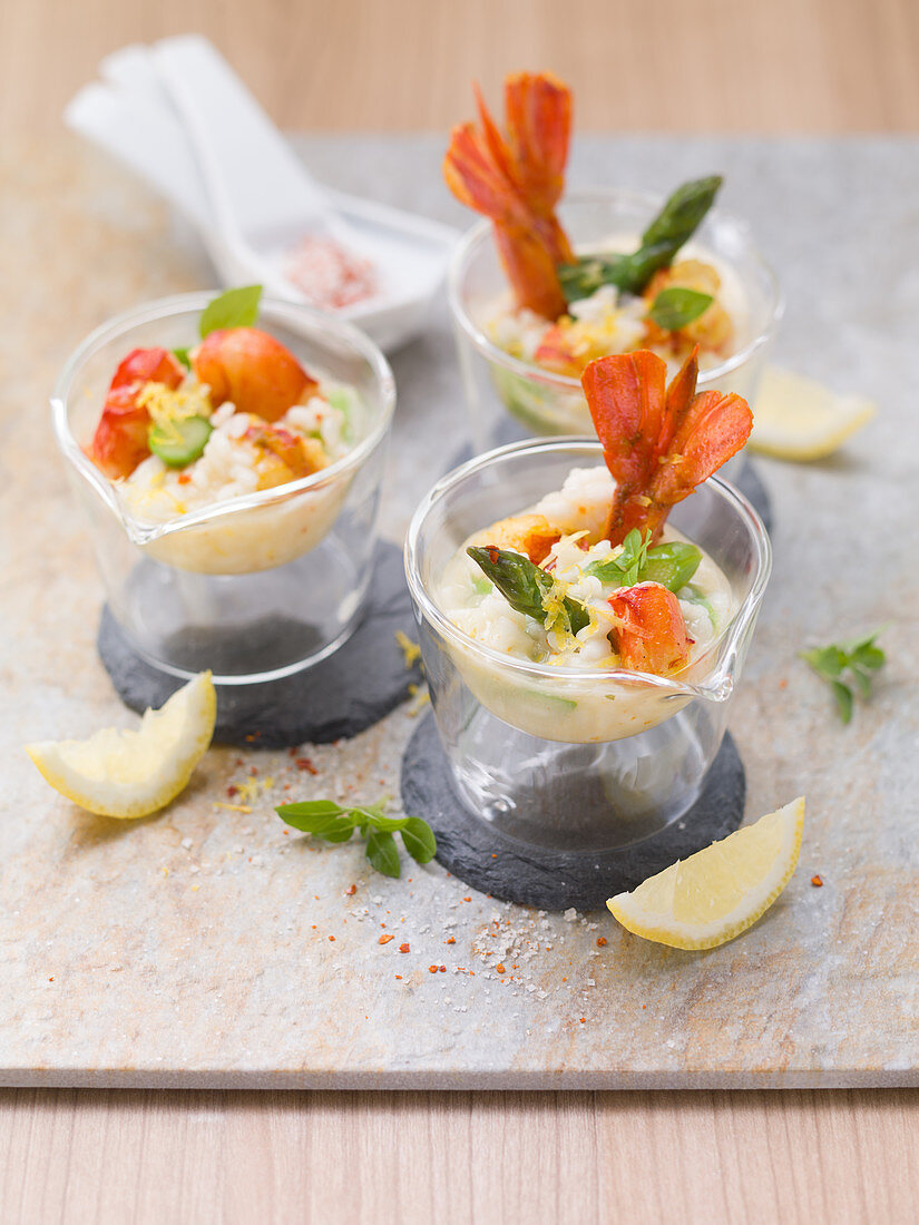 Lemon risotto with scampi