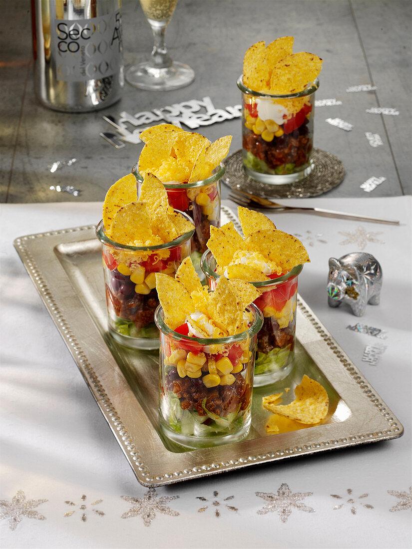 Mini Schichtsalat mit Hackfleisch und Tortillachips