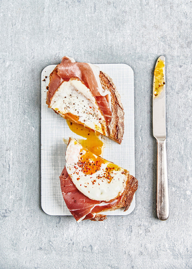 Strammer Max (sourdough bread with raw ham, fried egg, pepper and chilli flakes)