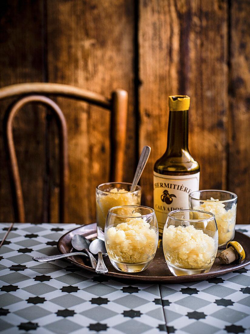 Calvados und Apfelgranité