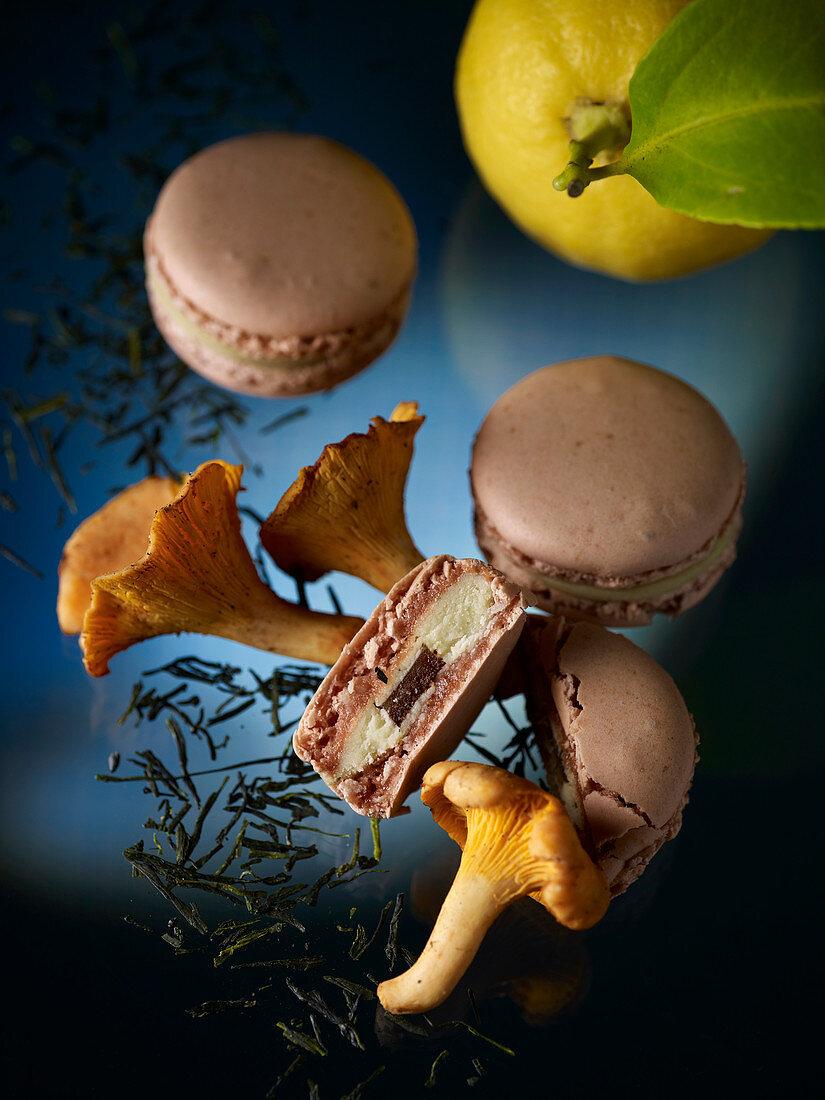 Macarons with green tea, chanterelles and lemon