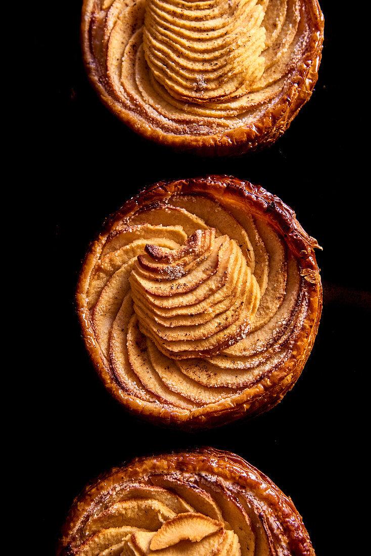 Small tarte aux pommes
