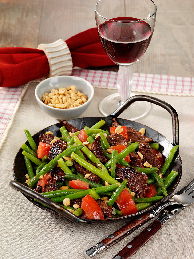 Stir-fried beef and beans