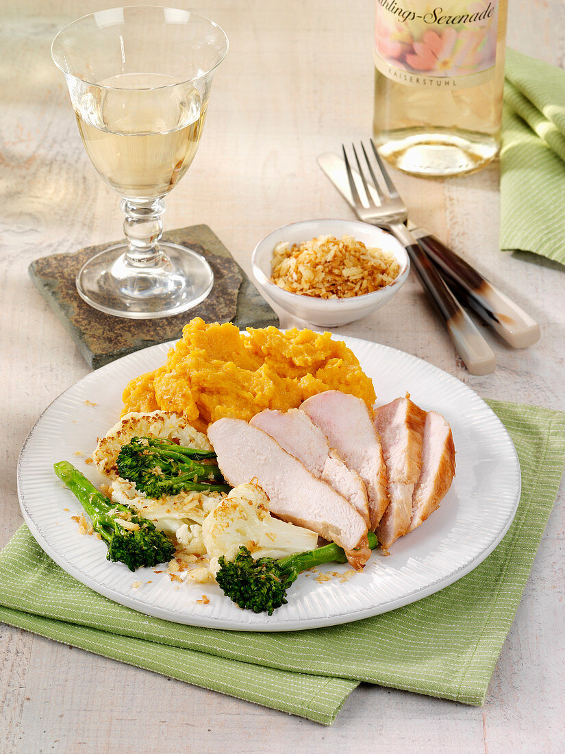 Chicken fillet with mashed sweet potatoes, broccoli and cauliflower