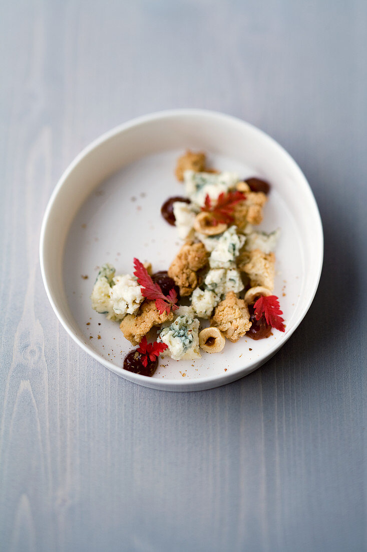 Roquefort hazelnut crumble with fennel seeds and fig chutney