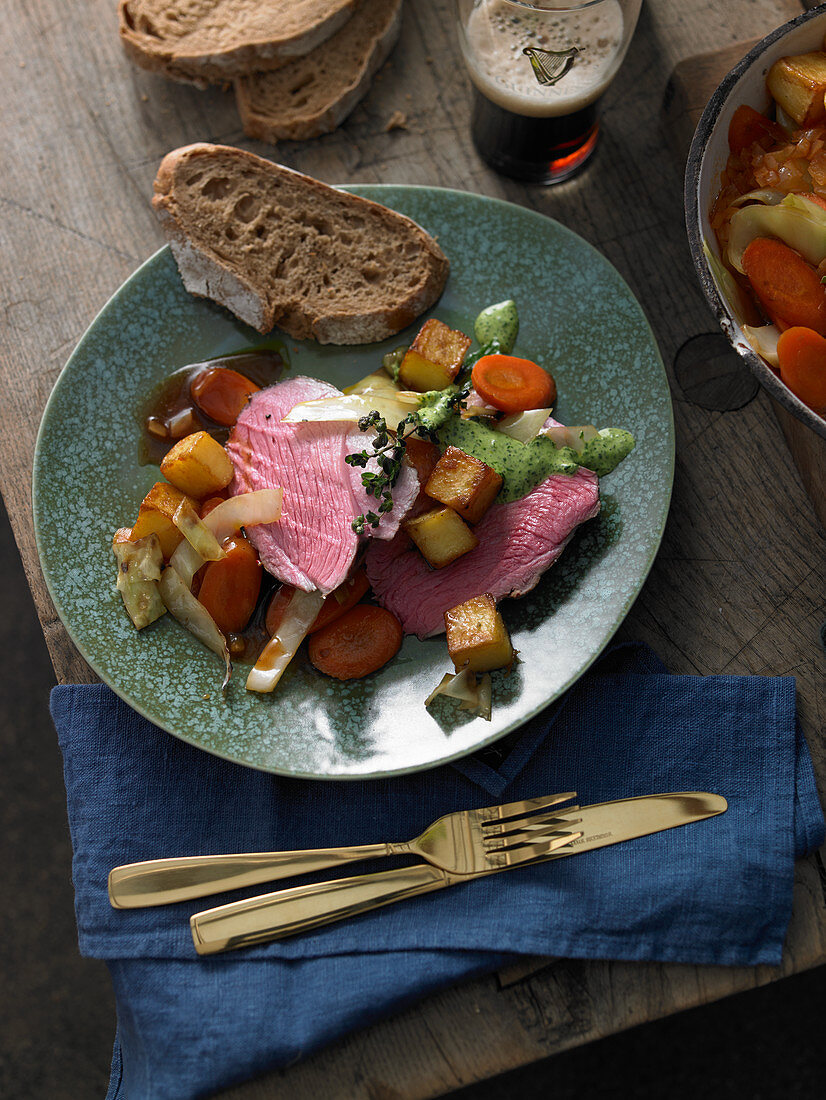 Leg of lamb with vegetable stew and diced potatoes