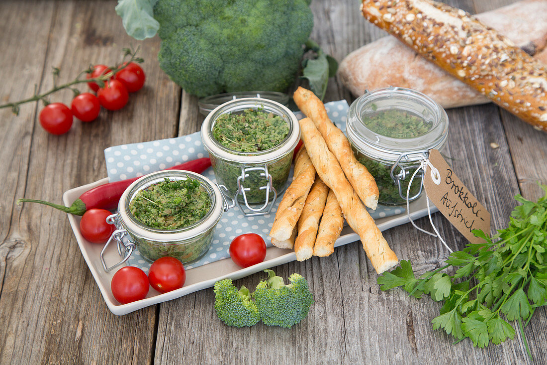 Broccoli and herb spread