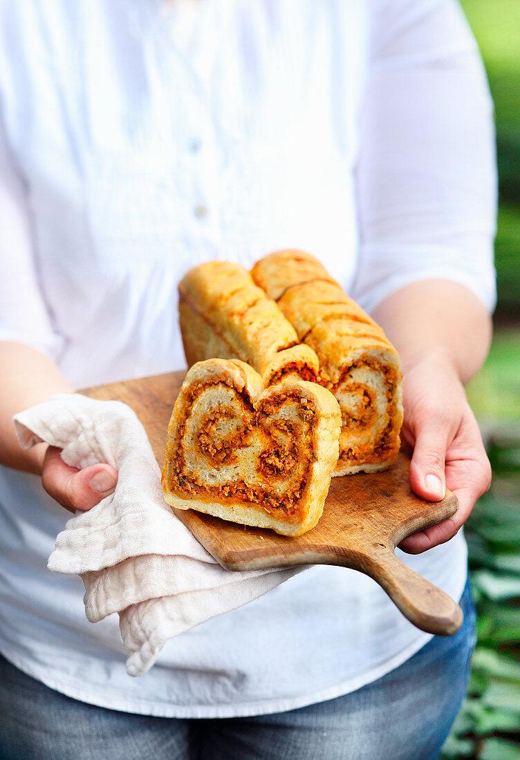 Brot mit Hackfleischfüllung