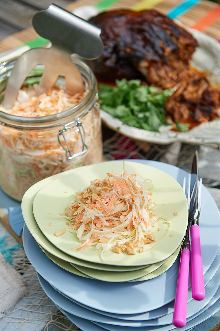Coleslaw with peanuts served with pulled pork