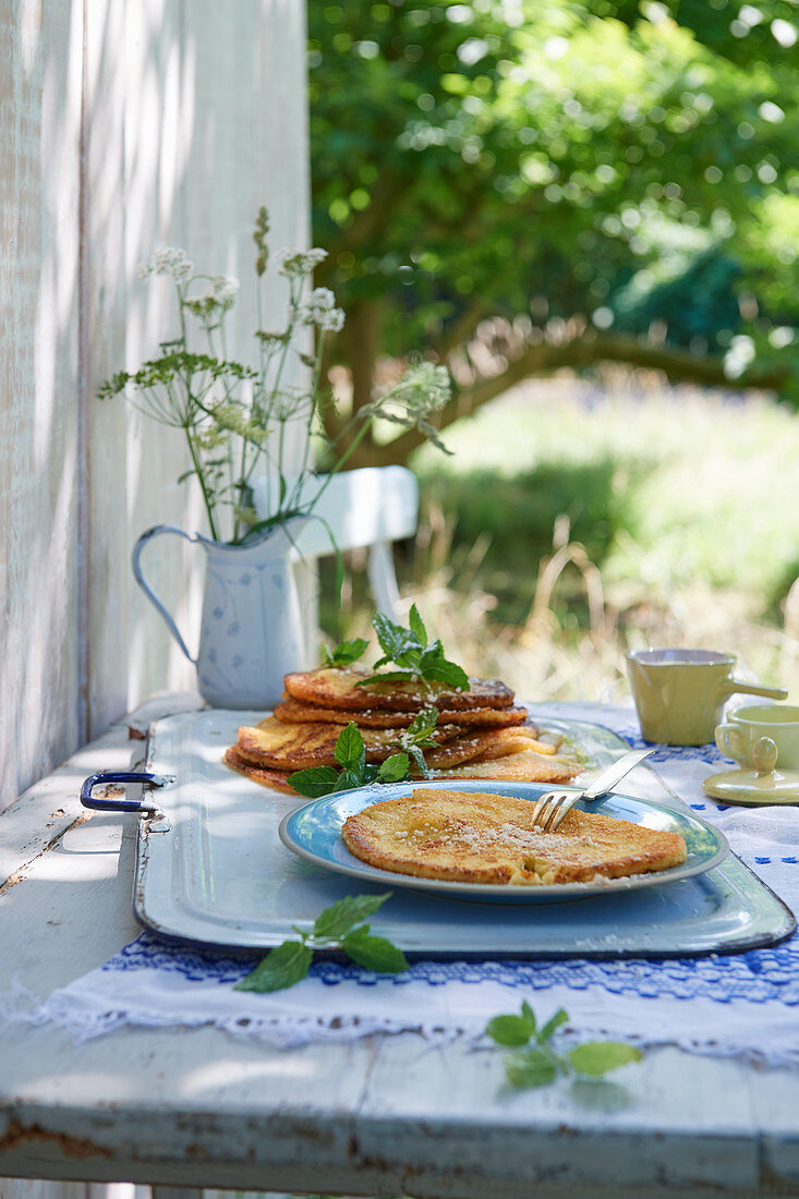 Norwegian pancakes with sugar, cinnamon and mint