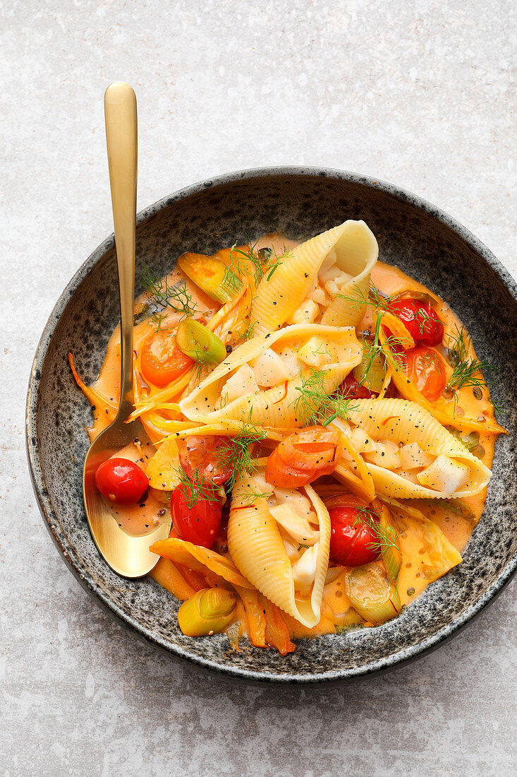 Stuffed shell pasta with tomatoes in fish sauce
