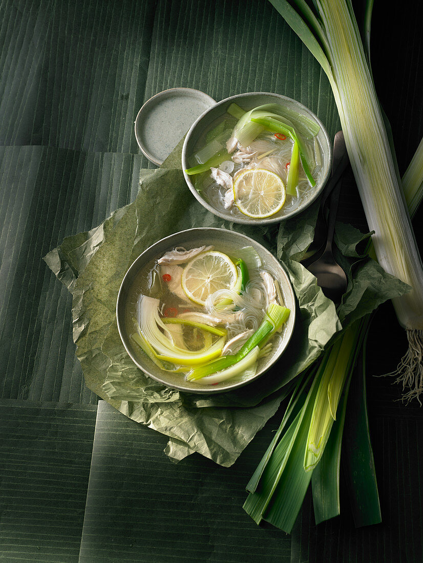 Oriental leek soup with rice noodles and chicken