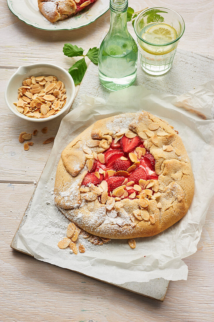 Galette with strawberries and almonds