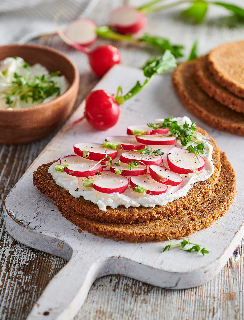 Garnished breads with radish and egg