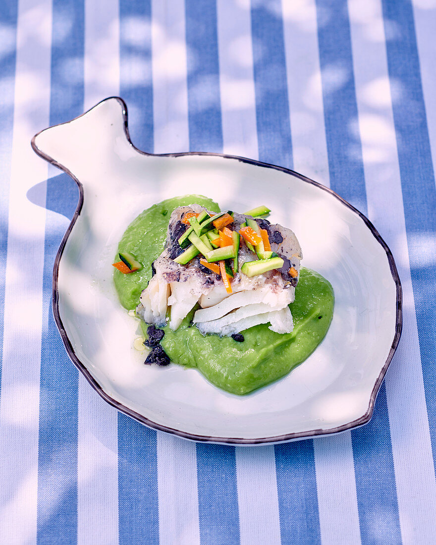 Cod in pea cream with courgettes and olives