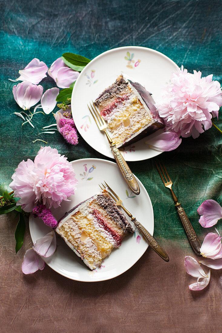 Brownie cream cake with currant cream