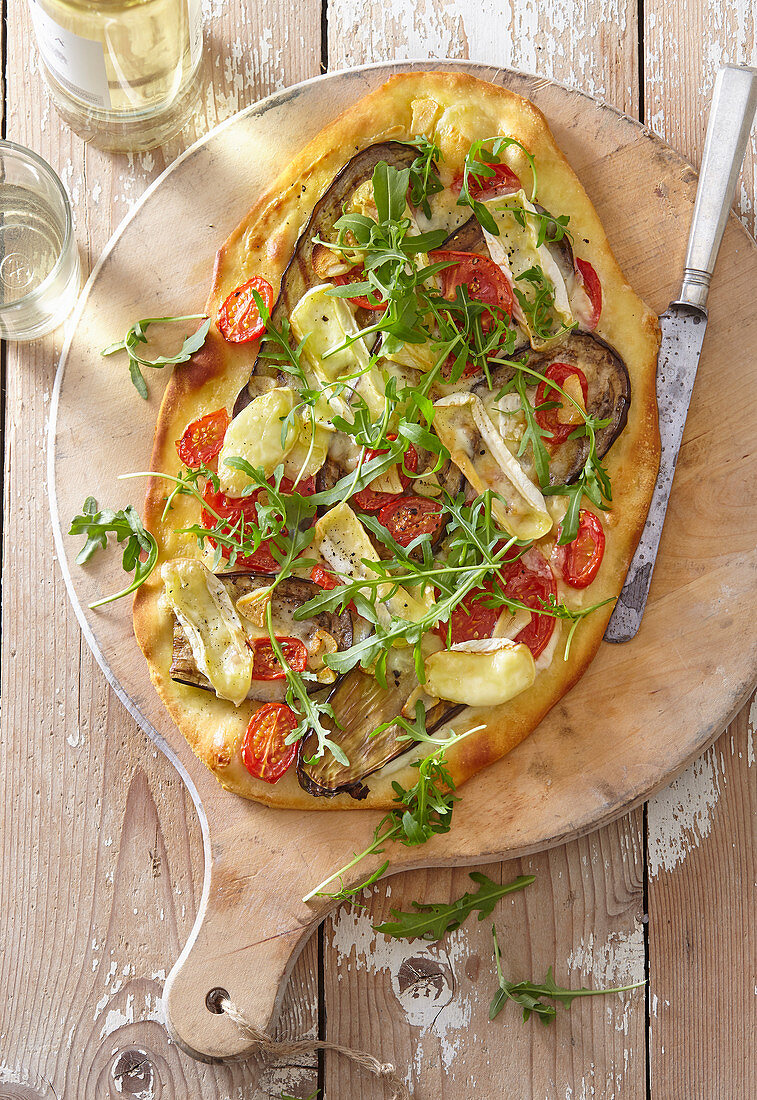 Pizza with eggplant, camembert and arugula