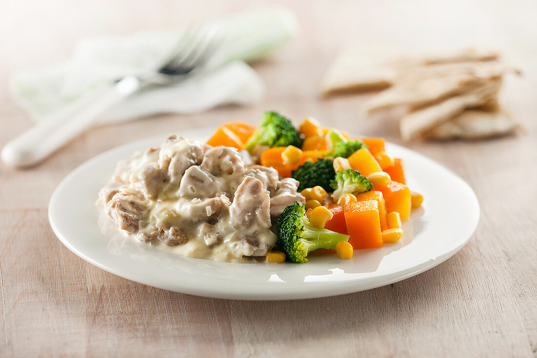 Creamy chicken with brocoli, squash and corn