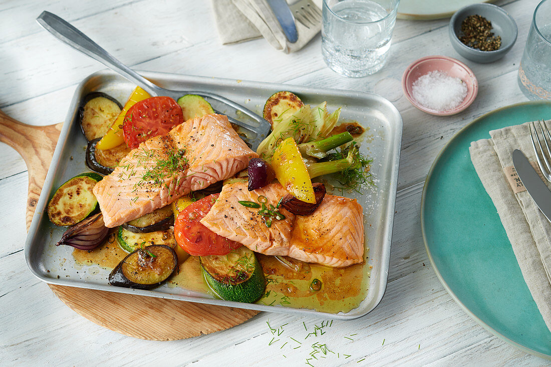 Salmon fillet with oven-roasted vegetables