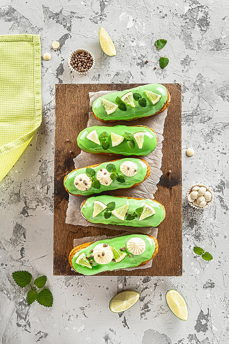 Baked glazed eclairs with lime slices and mint
