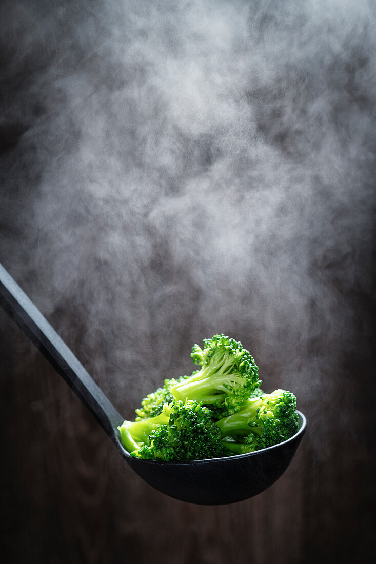 Steaming broccoli florets