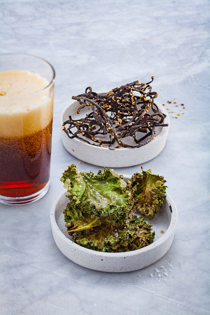Algae snacks with a glass of stout