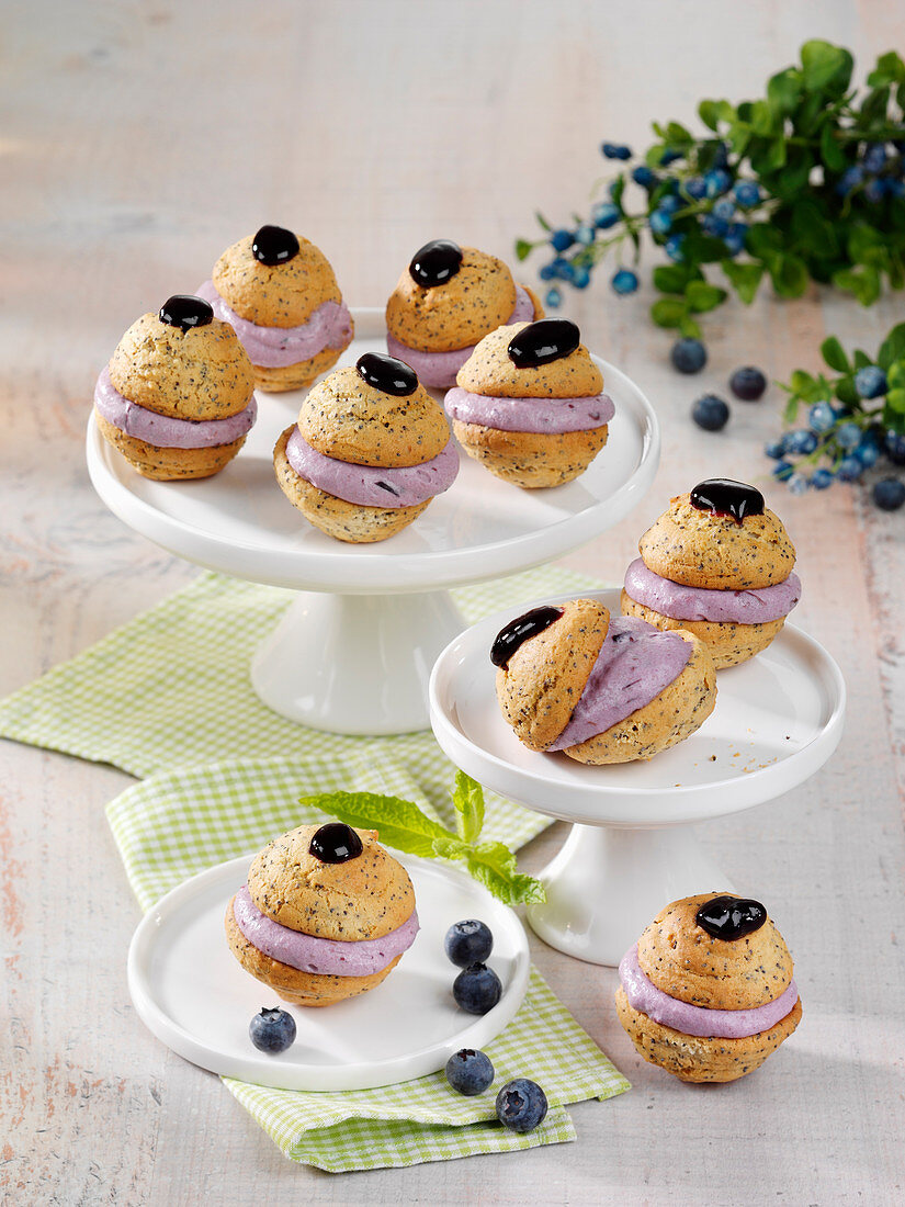 Poppyseed whoopie pies with blueberry cake