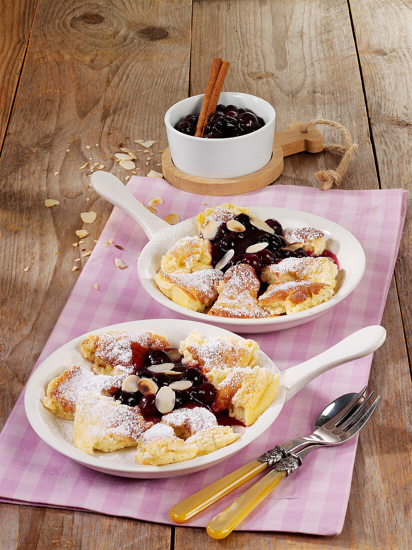 Shredded Tyrolean quark pancake with blueberry sauce