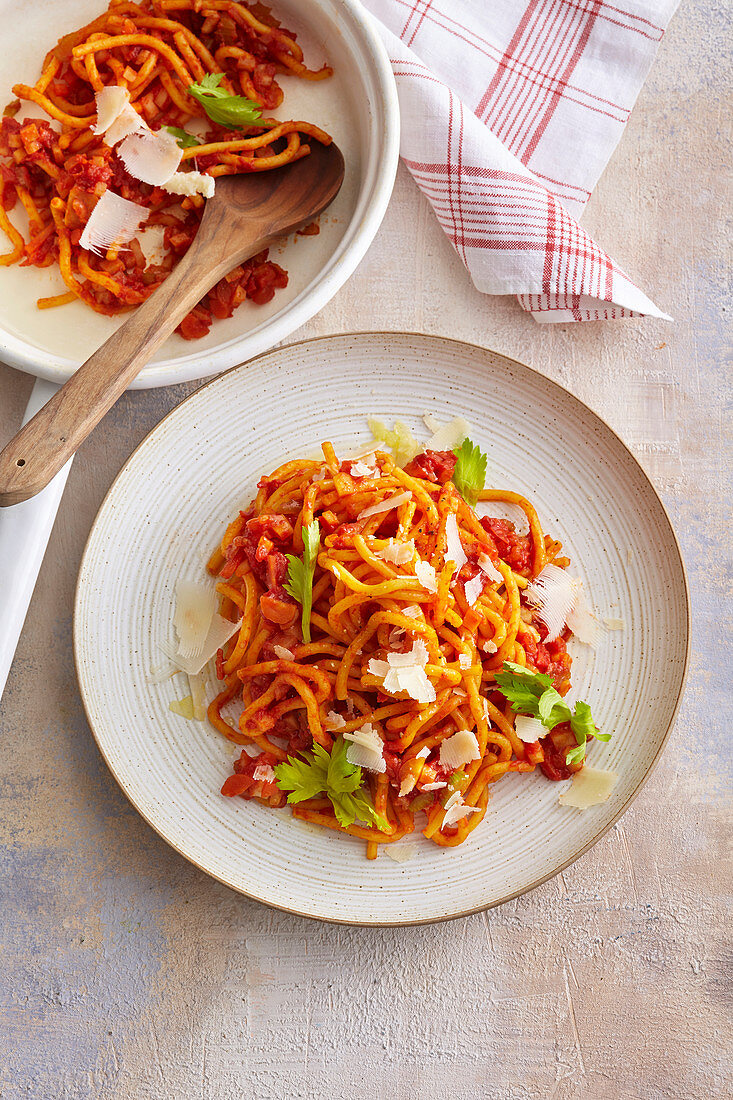 Spaghetti with root vegetable and tomato sauce